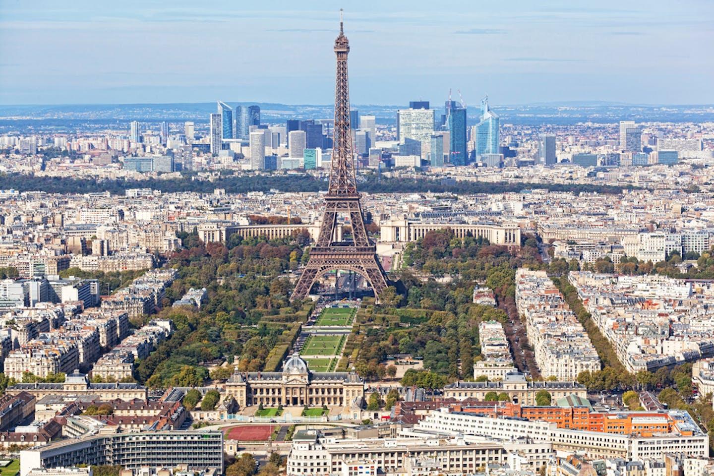 Paris main