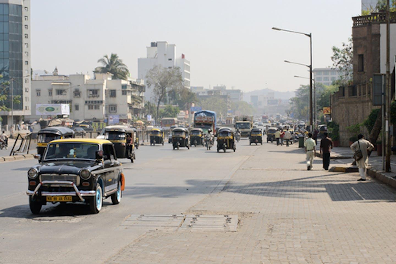 mumbai road cars