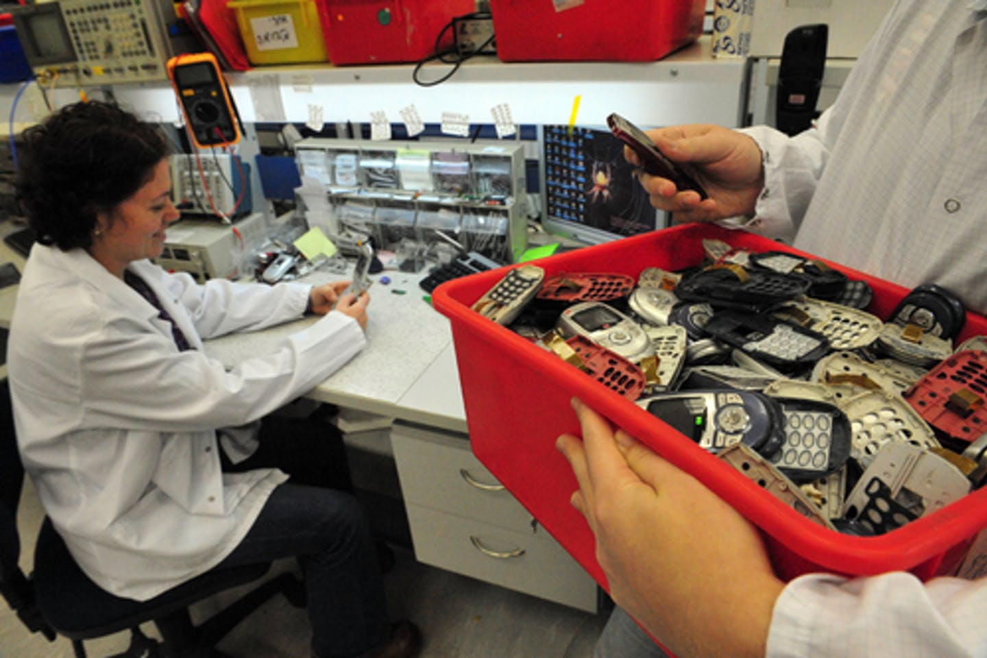 Recycling metals from mobile phones
