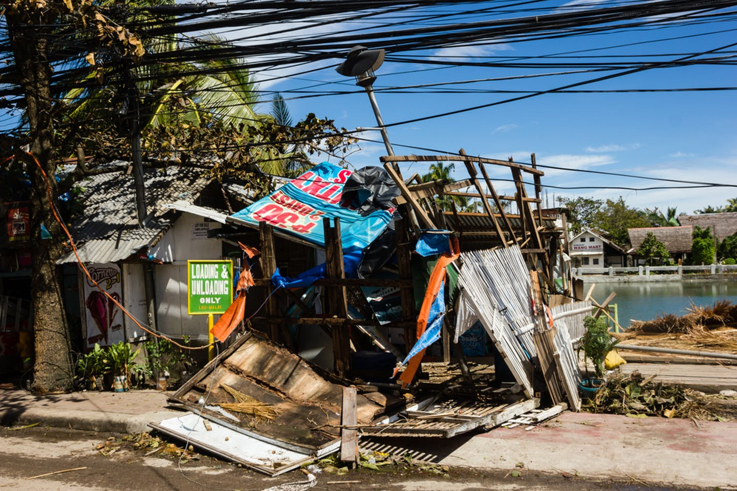 Power lines down after Typhoon Haiyan