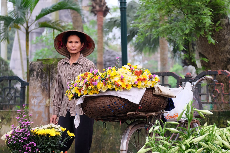 vietnam flower vendor