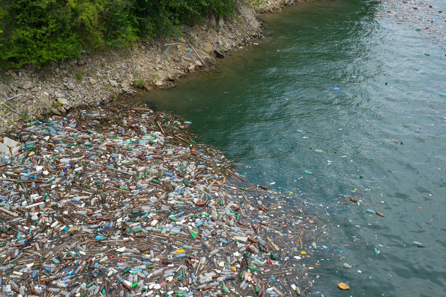 bicaz lake plastic waste