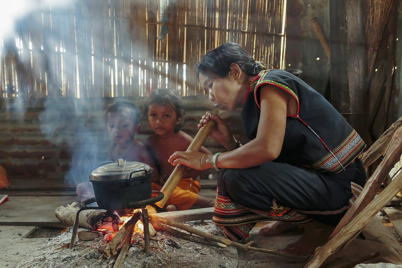 vietnam woman cookstove