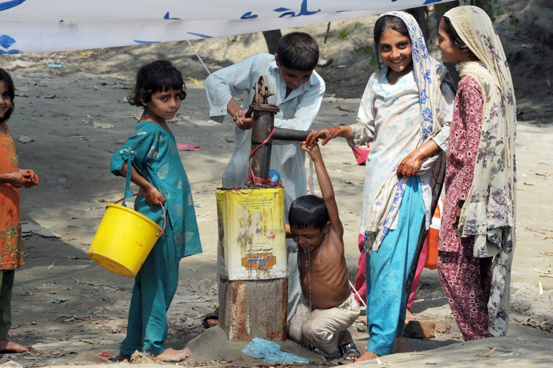 children pakistan floods