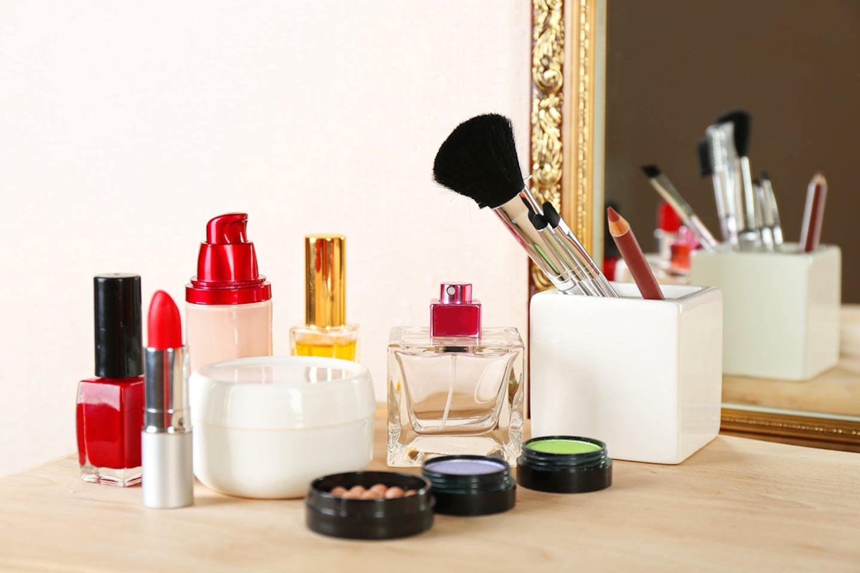 lipstick dressing table