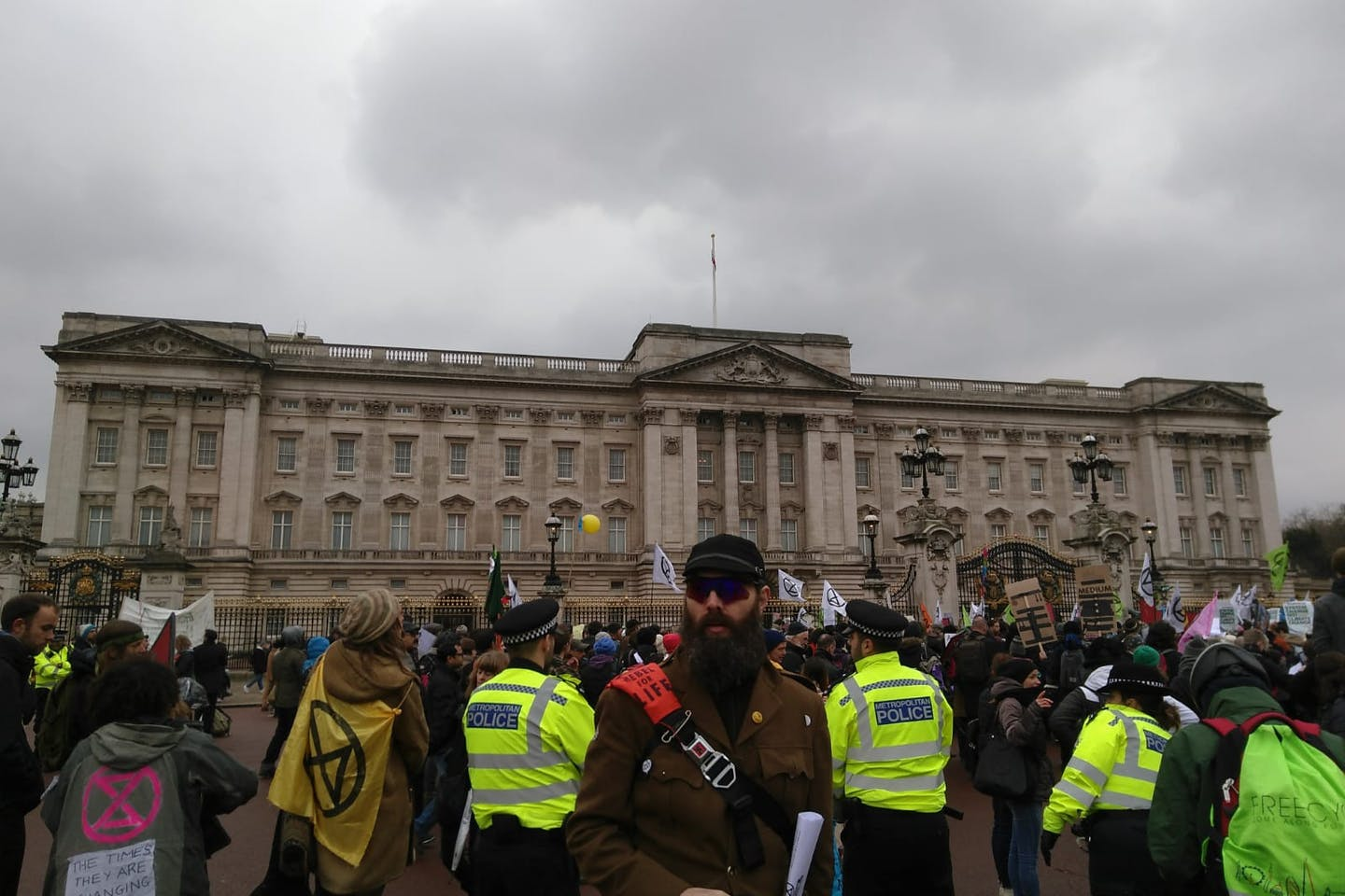 Protesters gather outside Buckingham Palace to protest against the British government's failure to take action to halt dangerous climate change. Image: Kevin Wing