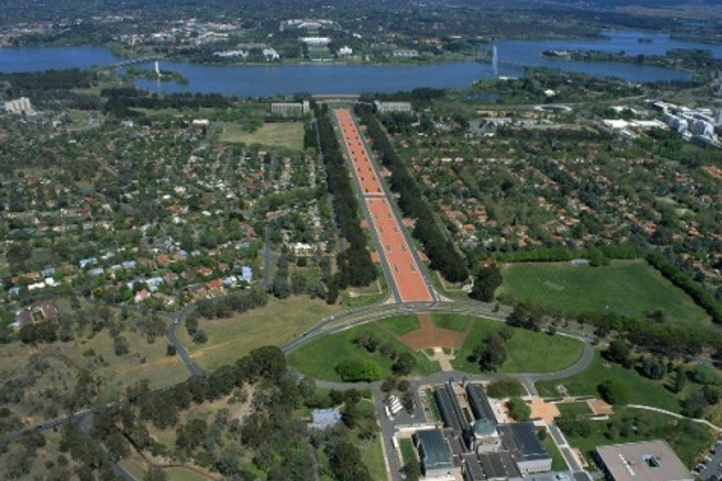 Aerial_View_of_Canberra2 colourfultripscom